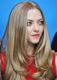 Long layered straight hairstyle Amanda Seyfried